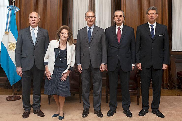 Die Mitglieder des Obersten Gerichtshofs (V.l.n.r.): Ricardo Lorenzetti, Elena Highton de Nolasco, Carlos Rosenkrantz, Juan Carlos Maqueda und Horacio Rosatti.