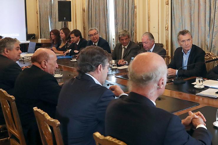 Mauricio Macri im Gespräch mit Unternehmern