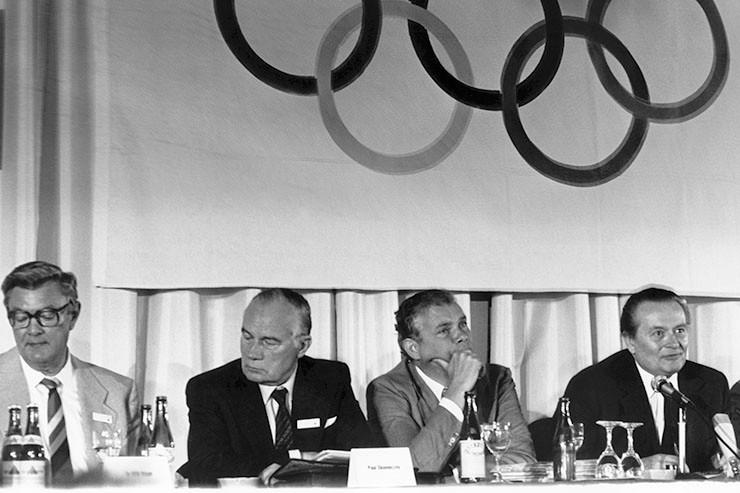 Damaligen DSB-Präsidenten Willi Weyer, damaliger Schatzmeister Paul Skonieczny, damaliger NOK-Vizepräsident Dr. Klaus Hess und damaliger NOK-Präsident Willi Daume