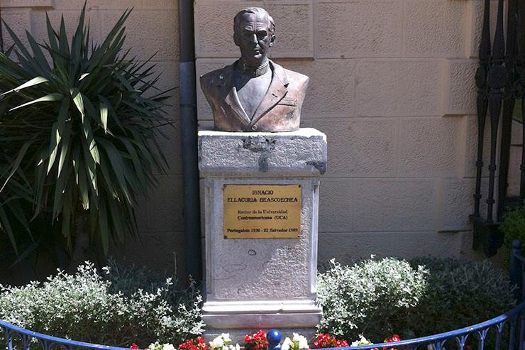 Büste Ignacio Ellacurías