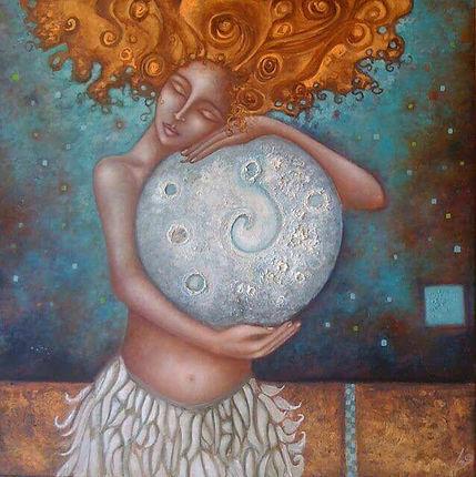 Femme-avec-une-lune-entre-ses-mains.jpg