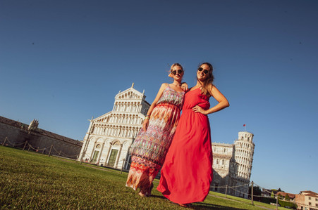 Private walking tour with personal photographer in Pisa