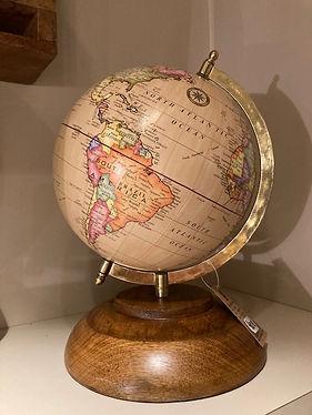 wereldbol op houten statief.jpg