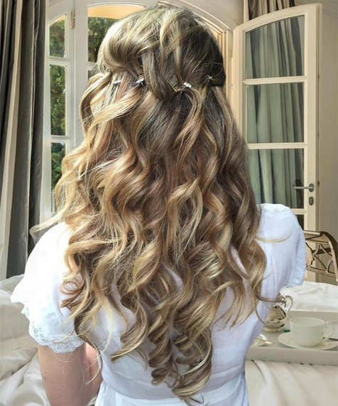 Wedding Hairstyle for the elegant bride.
