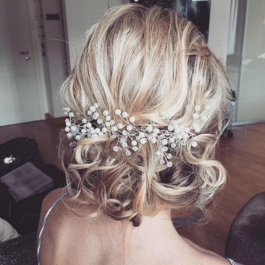 Bridal Hairstyle_ Messy_updo.jpg