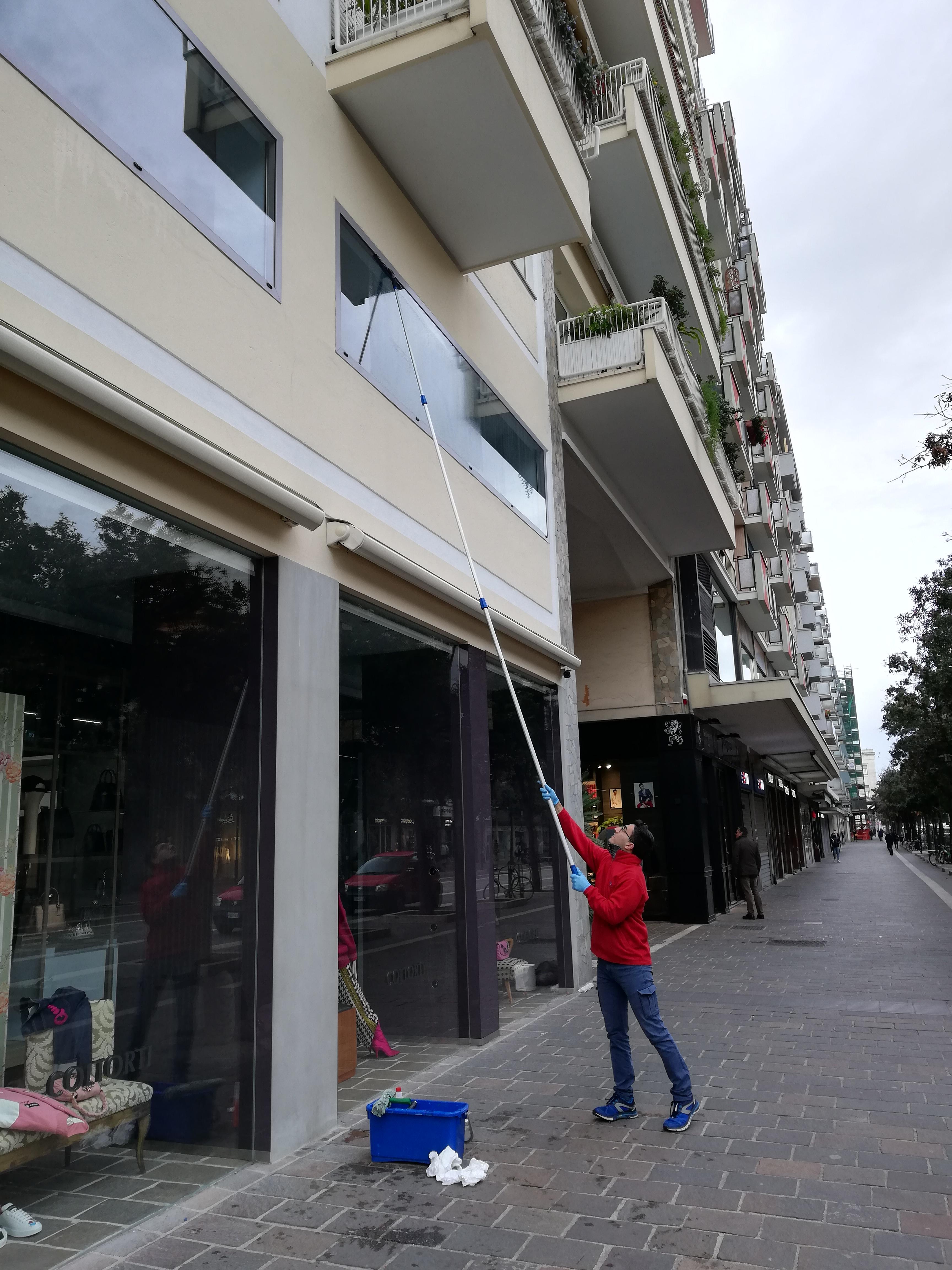 pulizia vetri in altezza