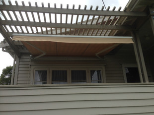 Manual operated retractable awning
