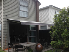Retractable awning, white frame, docril fabric