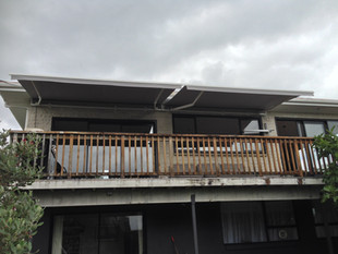 Awning manual operated