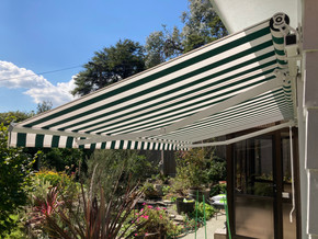 Ellipse retractable manual awning