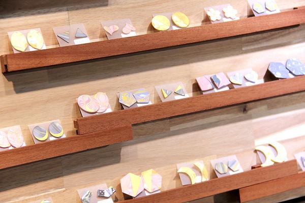 ハンドメイド陶磁器ピアス 展示