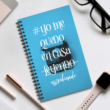 Cuaderno espiral azul Yo me quedo en casa escribiendo