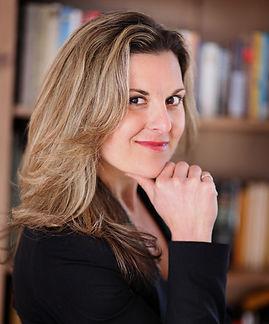 Sarah Vienna Headshot.jpg