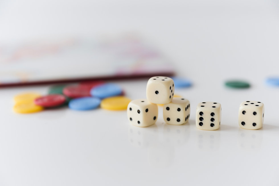 close-up-dices-with-home-games-accessori