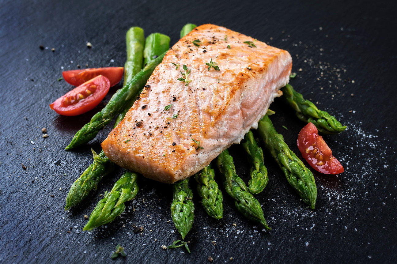 Salmon with asparagus.jpg