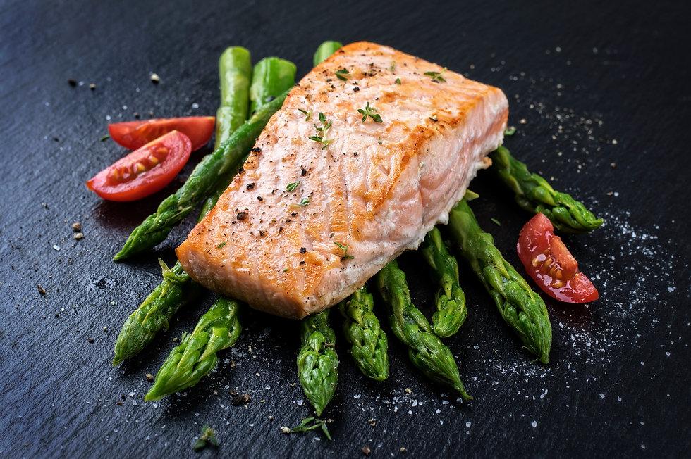 Salmon with asparagus.jpg