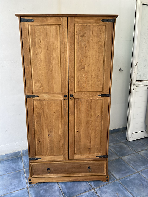 Rare Mexican Pine freestanding wardrobe with 1 drawer