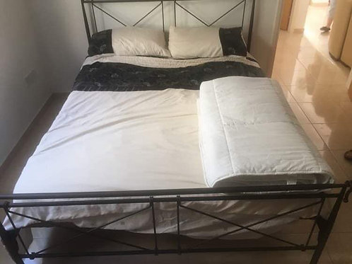 Metal frame king size bed with excellent mattress