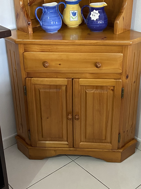 Solid pine corner display