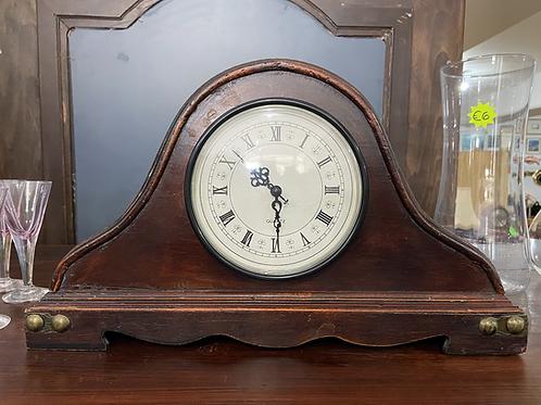 Vintage Quartz mantlepiece clock with battery mechanism