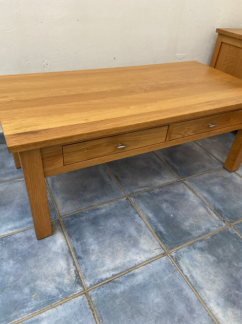 Oak coffee table with 2 drawers