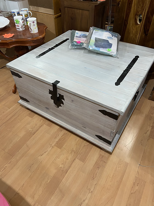 Lime washed Mexican Pine coffee table trunk