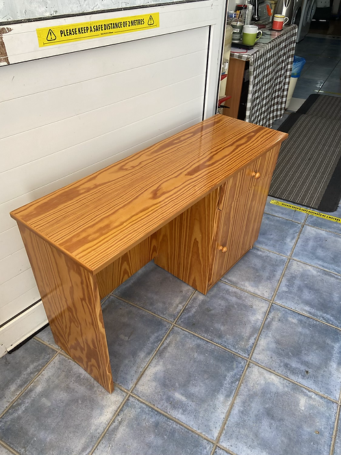 Pine veneer dressing table with 1 drawer and 1 cupboard