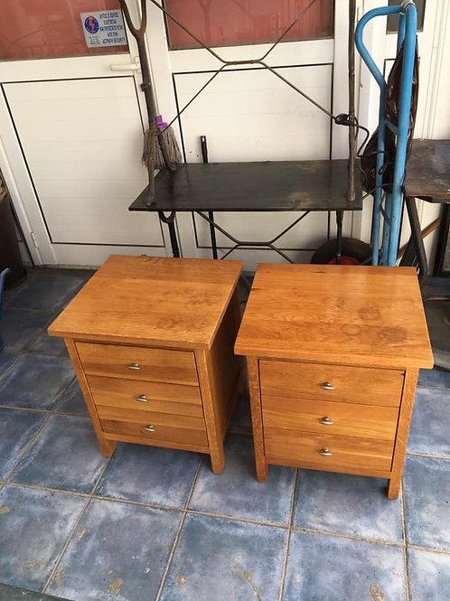 Two solid oak 3 drawer bedsides (50x45x60h)
