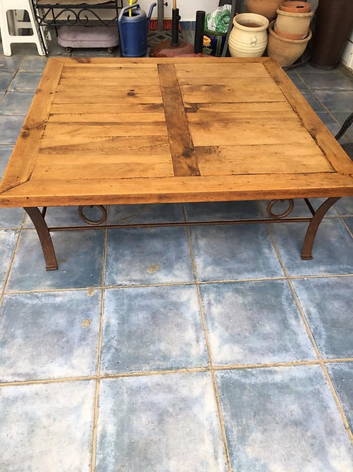Amazing original Mexican pine coffee table with iron legs