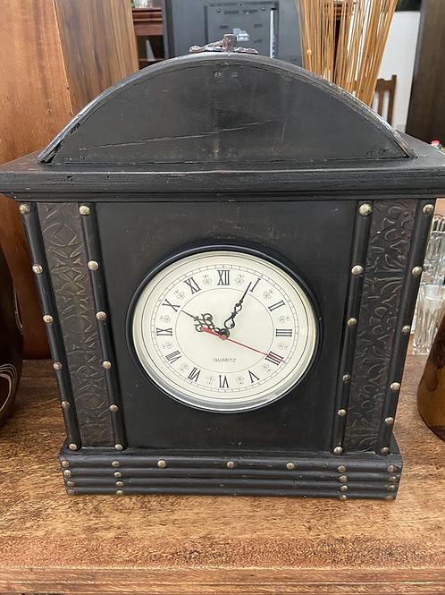 Vintage Quartz clock with mechanism changed
