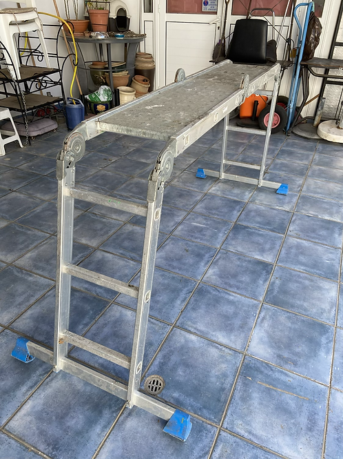 Multi positional decorators ladder with platforms