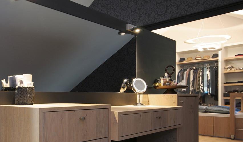 Je slaapkamer met maatwerk verlichting, dat is een lichtplan van De Lichtplanners.
