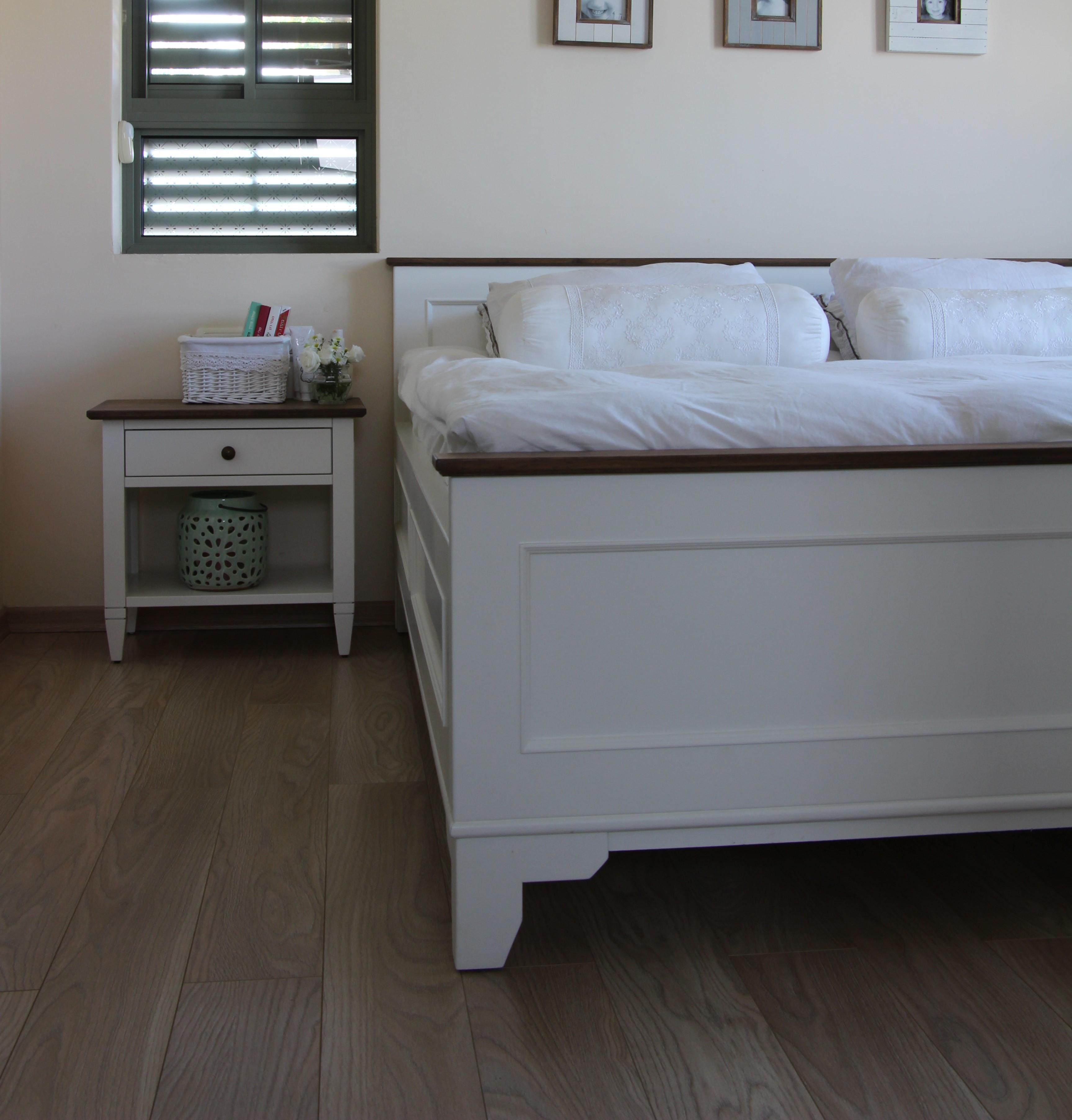 מיטה ושידה