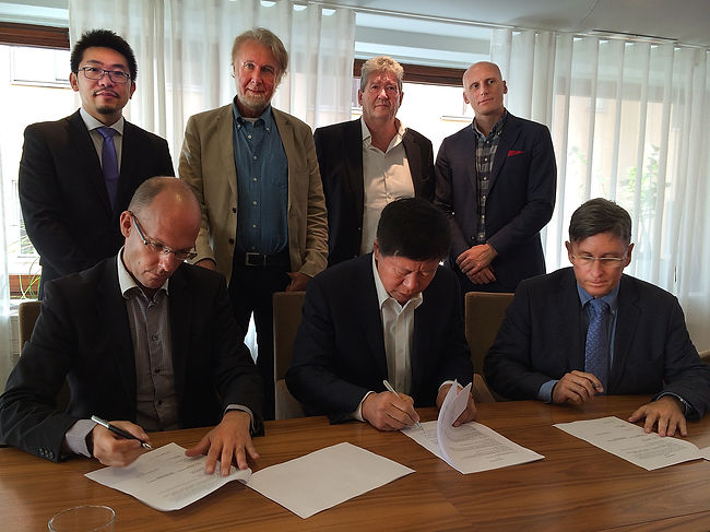 signature ceremony for Skyrace Team China, Stockholm, Sept 2014, gliding with Mario Hytten