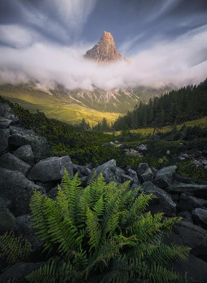 through the rocks / Dolomites