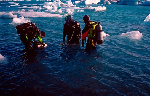 uw underwaterdivinginice2.jpg