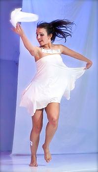 Cynthia-bailando-1web.jpg
