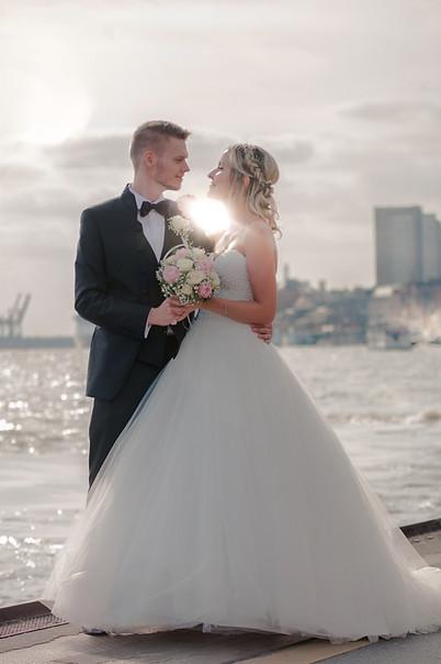 Brautpaar Sonnenuntergang.jpg