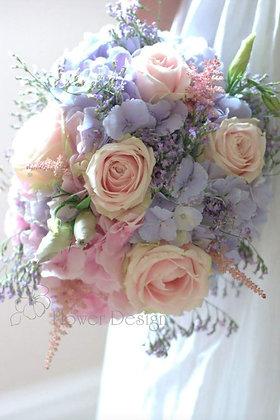 Букет невесты с гортензией голубого и розового цвета