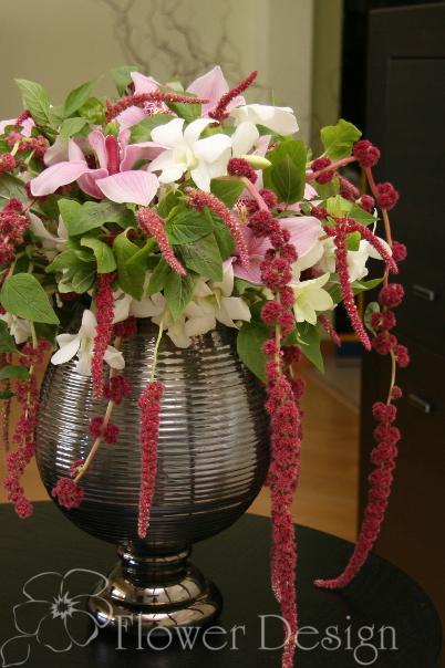 Композиция с орхидеями и амарантом.