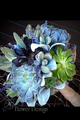 Букет невесты цветочками ароматной лаванды и суккулентами