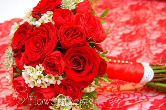Букет невесты красный