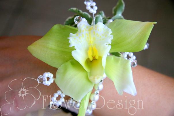 Браслет из орхидеи.