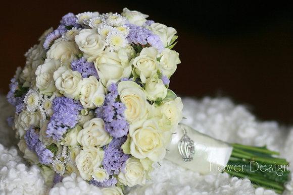 Букет невесты белый из кустовых роз