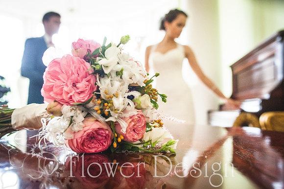 Букет невесты из пионовидных роз, розового цвета
