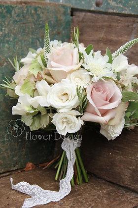 Букет невесты белый с пудровой розой