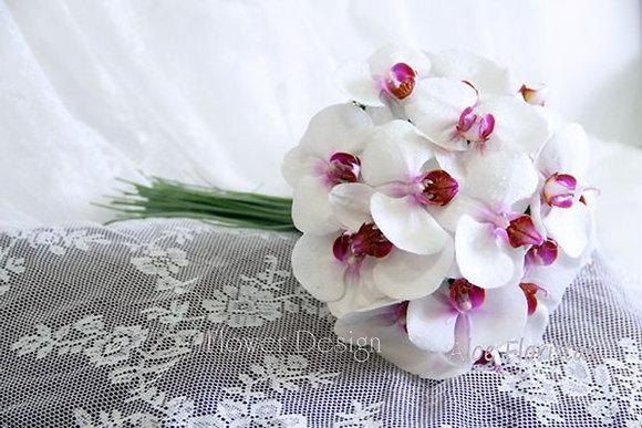 Букет невесты из белой орхидеи фаленопсис