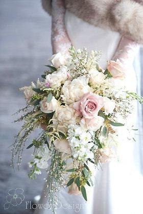 Букет невесты белый с ароматной дженистой