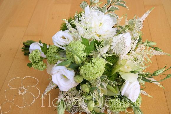 Букет невесты из белой эустомы и астильбы