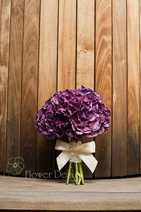 Букет невесты из фиолетовой гортензии